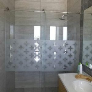מקלחון הזזה קבוע ודלת התזה אוריינטל סגור
