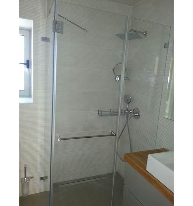 מקלחון חזית מזכוכית