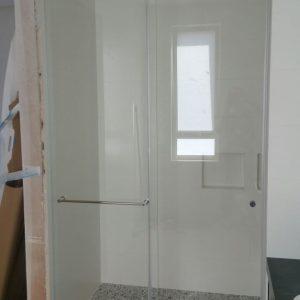 מקלחון חזית הזזה קבוע ודלת